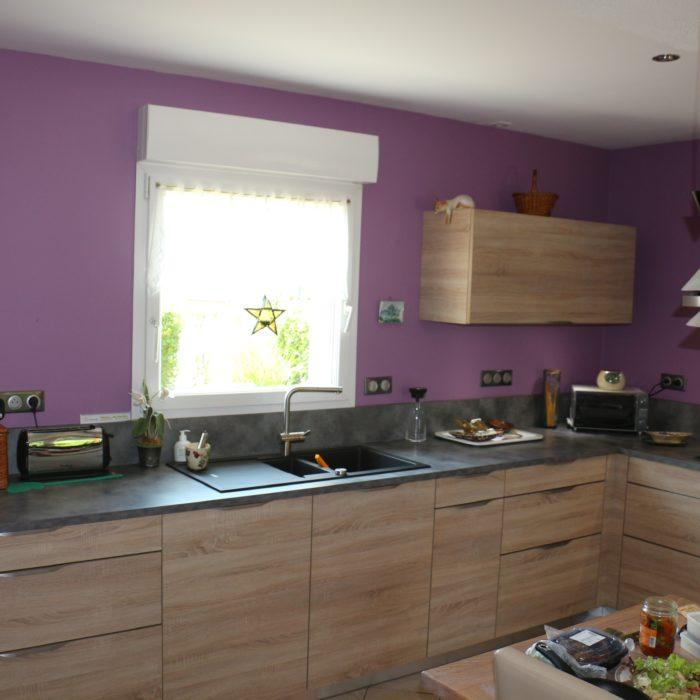 Fonctionnelle et accueillante, une  cuisine ouverte sur la maison…